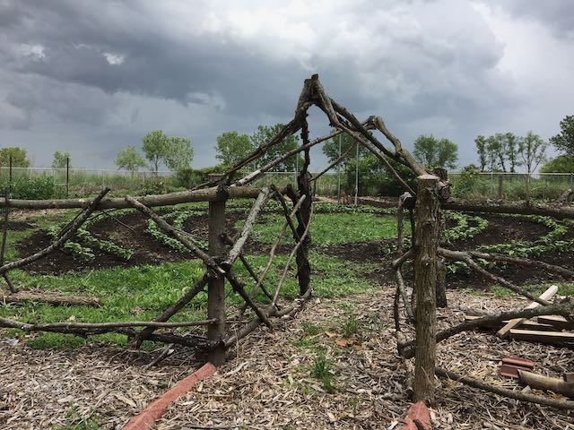 gate to circle crop
