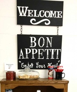 welcome-bon-appetit-sign.jpg